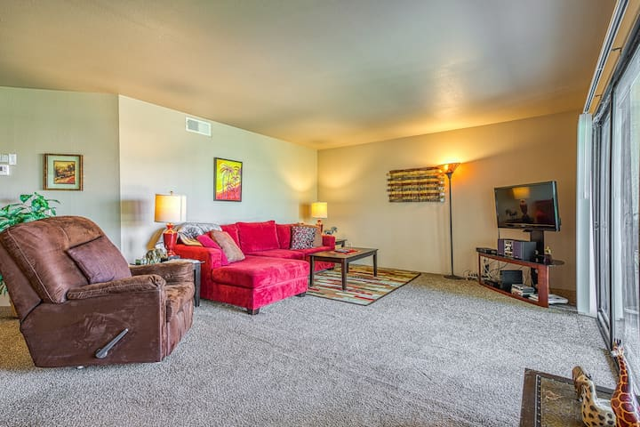 Contemporary dog-friendly condo with shared pool, community hot tub, and tennis