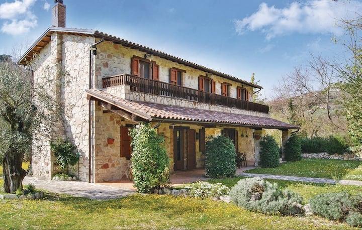 Villa Paesano - Relax  nel verde tra Roma e Rieti
