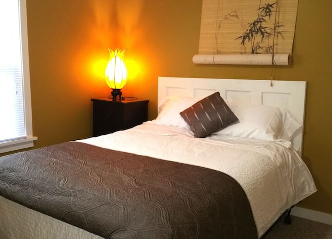 Sweet Retreat in Old Town Anacortes