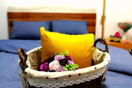 青.月ཟླ་གསར།(电梯公寓民宿)