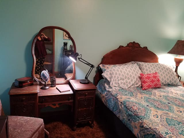 Clean and Comfortable | Private Room Near Downtown