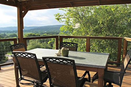 Coolview Cabin- Historic Hillside Retreat on 10 Scenic Acres! - Wimberley - Cabin