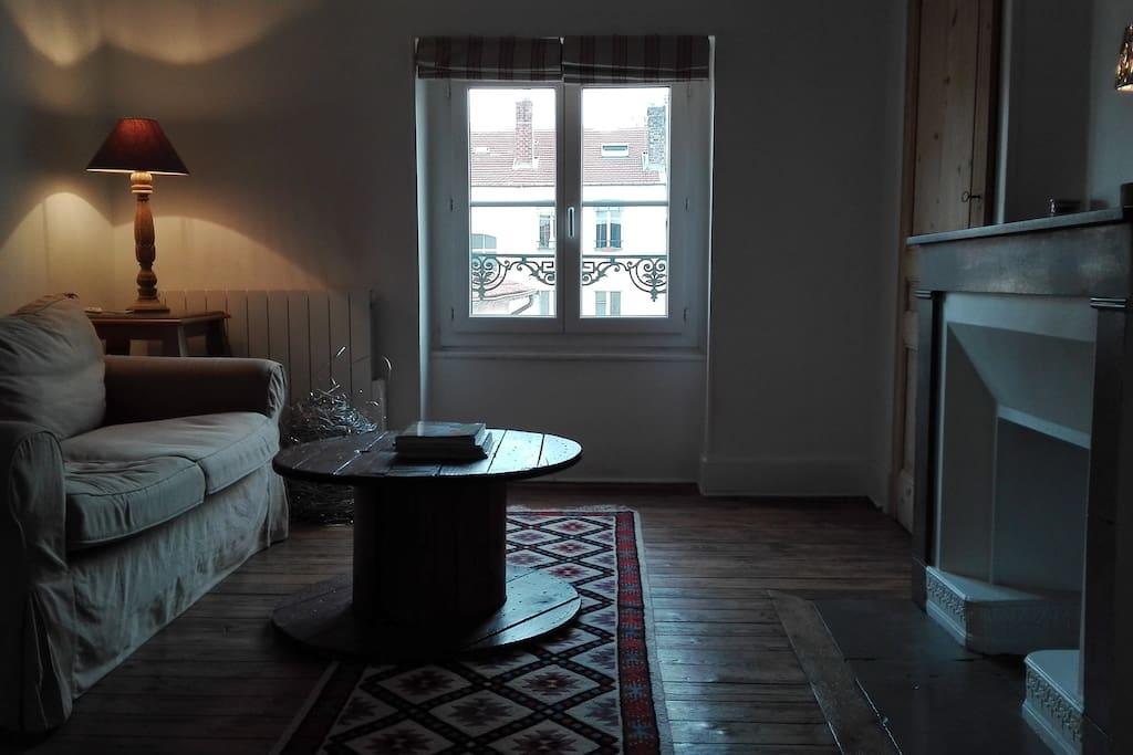 Appartement sous les toits r nov appartements louer for Appartement sous les toits