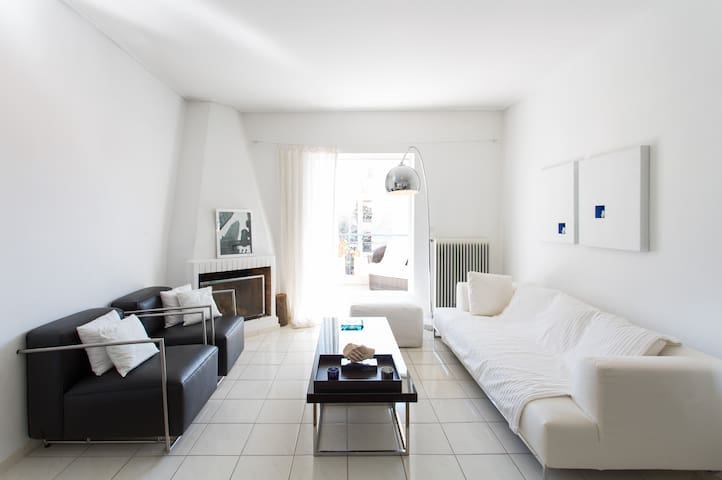 White & minimal apartment
