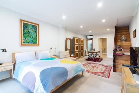 Paddington -a charming terrace studio with spa