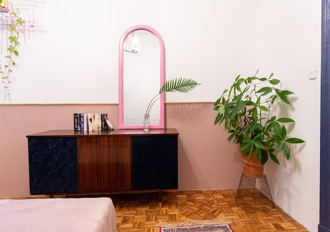 PINK APARTMENT in real city center. 1912 Building
