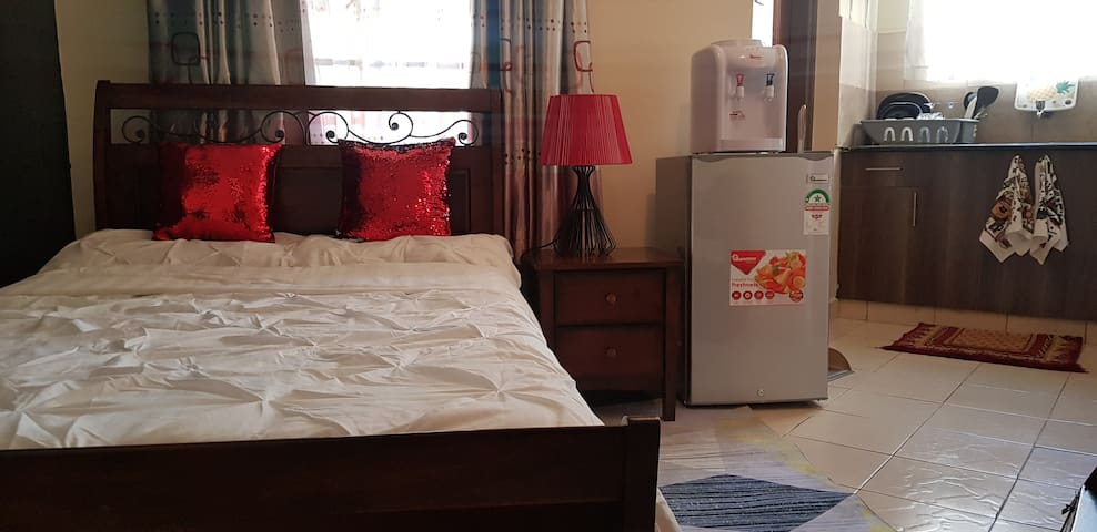 Carrie Studio- cosy, quiet, close to Junction Mall