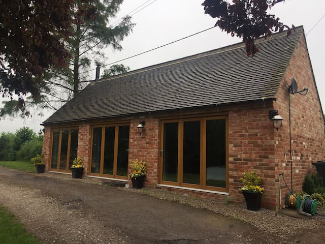 Donington Park | One bed barn conversion in Wilson