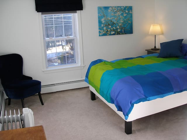 Quiet Furnished Bedroom, New Full-sized Bed