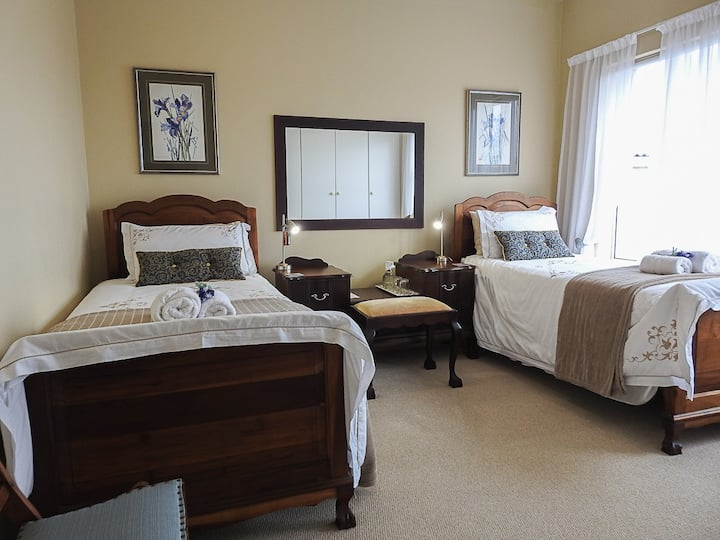 At 29 Columba twin room 4 with view of Mossel Bay
