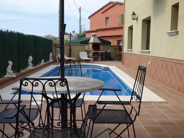 Casa para 5 pers. con piscina al lado del pueblo - Calonge - Casa
