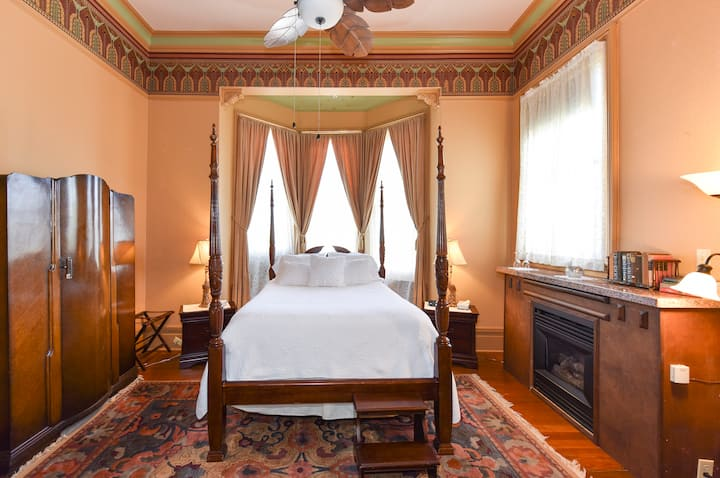 Puccini - McClelland Priest Bed and Breakfast