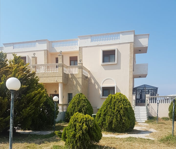 Rooms in villa of 600 squared metres.