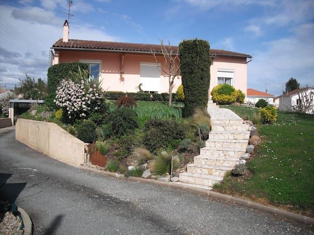 appartement rch, dans agréable maison avec jardin - Bergerac - Wohnung