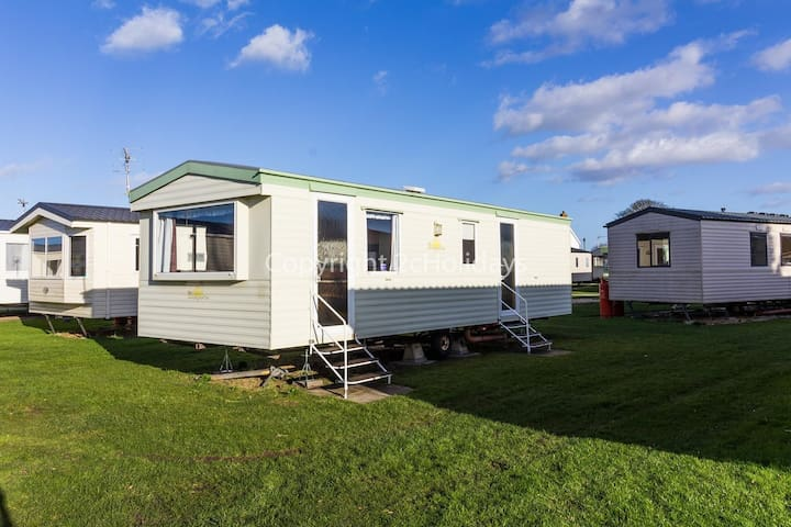 6 berth caravan for hire at Sunnydale holiday park in Lincs Skegness ref 35150B