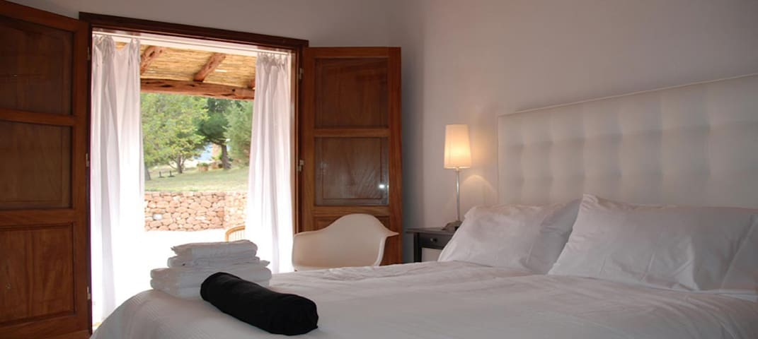 ZZZ Ibiza Amazing BB En suite bedroom  with AC 2