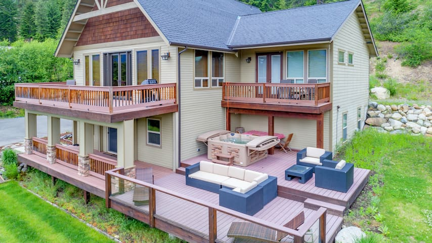 Crest View Lodge-Big Views at Crest View Lodge! Up to 33% Off! Hot Tub | Game Room
