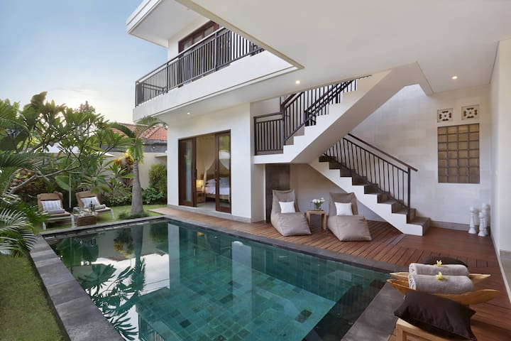 OFFERS! NEW! 3 BEDR/3BATH POOL! CENTRAL Seminyak/BEACH