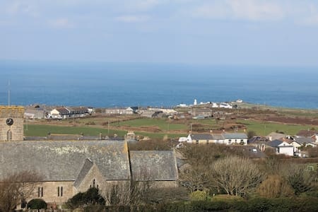 Cornwall - Lovely spacious room, private bathroom