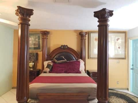 Big/Nice Room/Private Entrance !