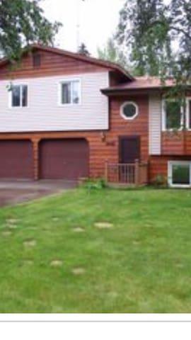 Large home located near Chena Lakes - North Pole - Casa