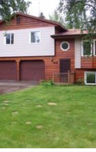 Large home located near Chena Lakes - North Pole - Rumah