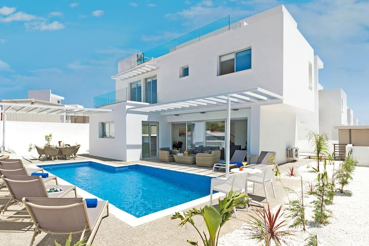 Catalina-luxury 3 bedroom villa in Ayia Napa