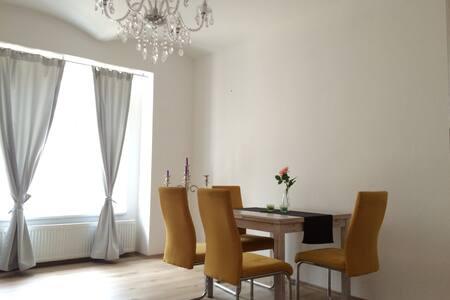 Modern Apartment in City Center - Bratislava - Apartemen