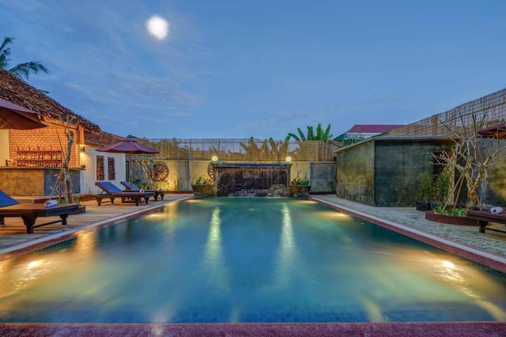 Private room for 3 persons - Free pick-up+Pool