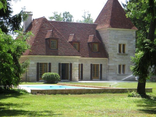 Magnifique demeure, piscine & rivière en bourgogne - Bretigny - Casa