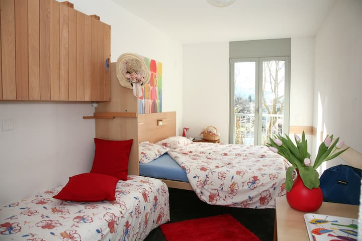 4 Beds Room Economy, bathroom on the floor