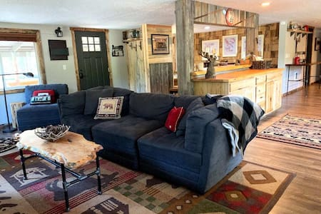 Newly Remodeled Serene Sunriver Home