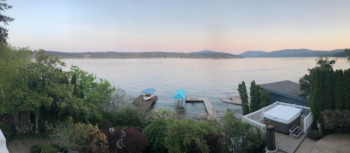 Perfect Lake Sammamish Waterfront (2 bedroom)