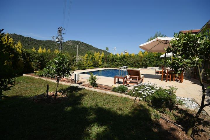 AKY5200-Fethiye 2 Odalı Özel Havuzlu Villa