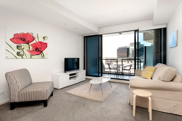 1 Bedroom Apartment River View in Melbourne CBD