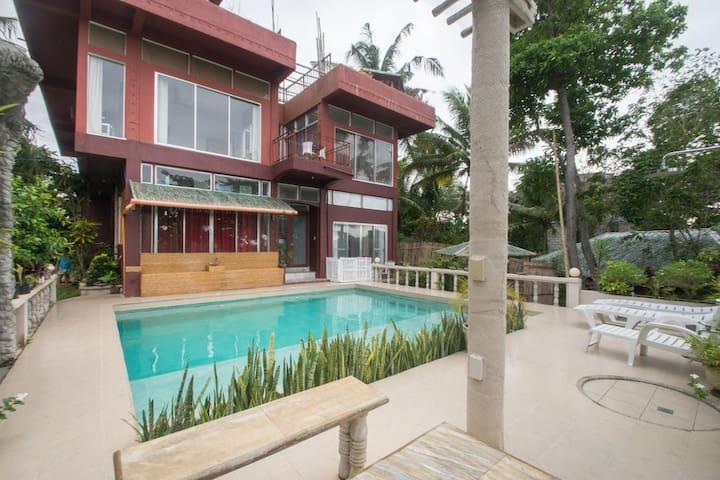 3 Bedroom villa & 2 Balinese huts 900 meters-Stn 3