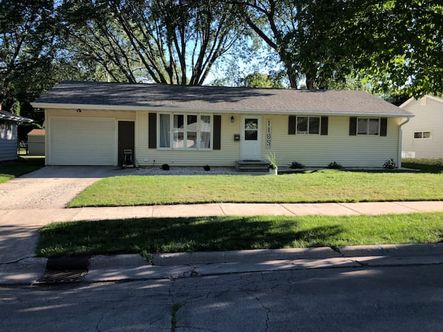 Packer Rental House, 3 blocks from Lambeau