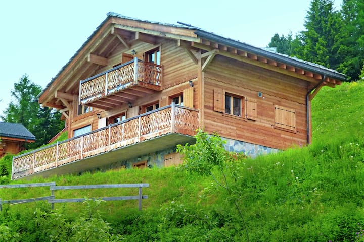 Modern Chalet with Jacuzzi in Les Collons