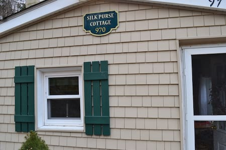 Silk Purse Cottage-a private, cozy retreat