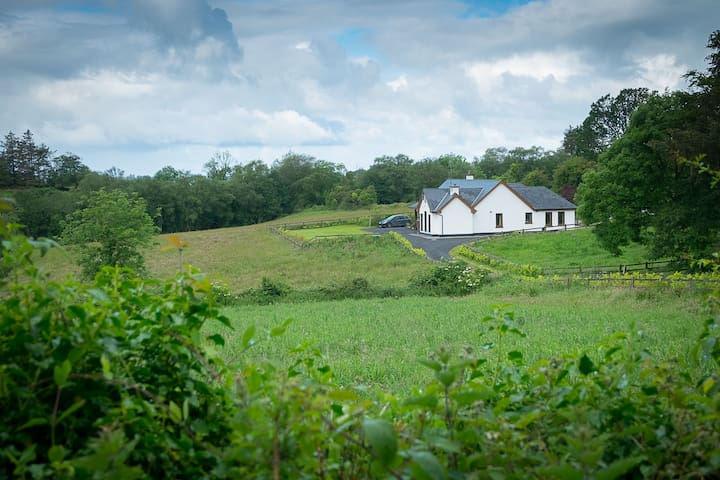 Bungalow with panoramic views of Lough Derg - 3