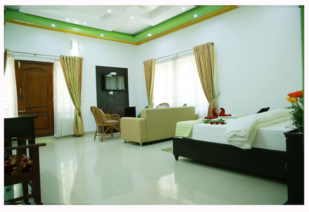 Spacious Double Deluxe Room at Periyar Villa
