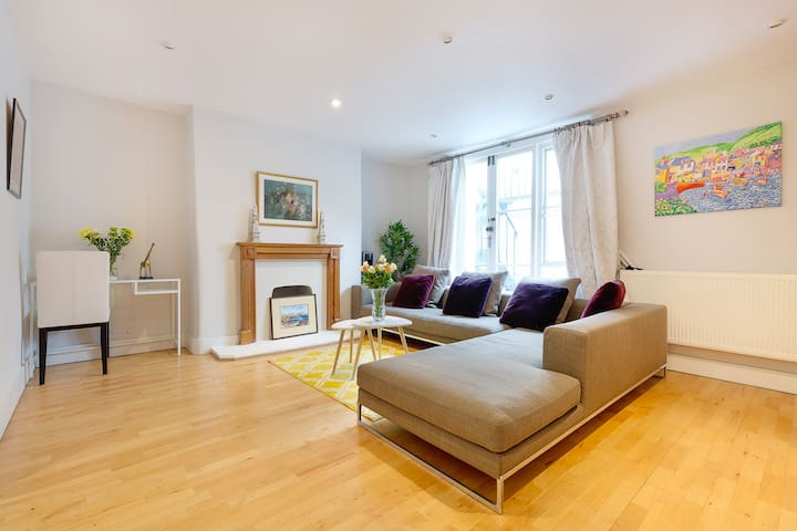 Luxurious, Spacious Apartment, Kings Road, London