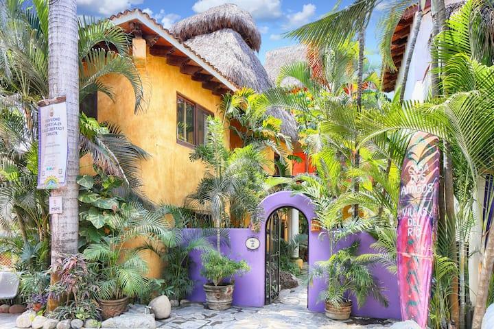 Villas del Rio: House w pool 1blk to beach&center