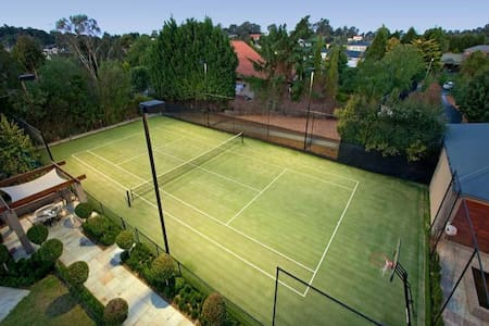 6-bedroom house with pool and tennis court - Talo