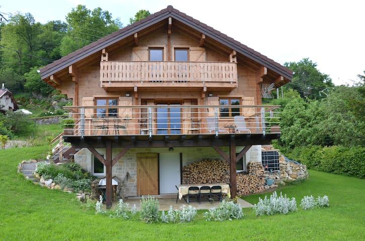 Chalet bois sur les hauteurs de Champfromier - Champfromier - Alpehytte