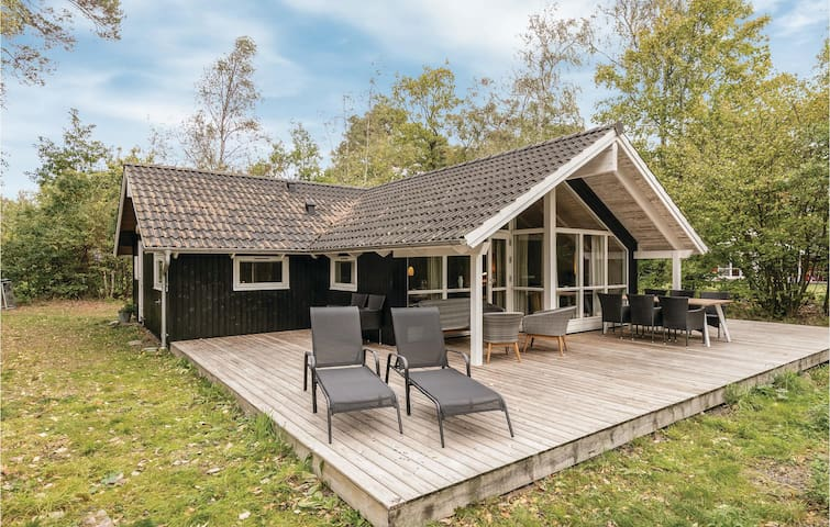 Holiday cottage with 3 bedrooms on 96m² in Nexø