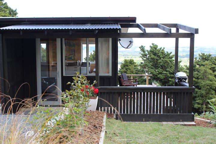 Peaceful elevated studio near Matakana