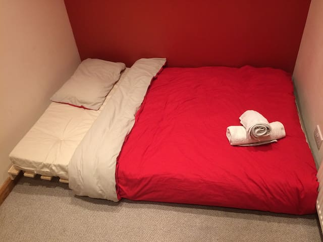 Double room in a Victorian House, High Wycombe