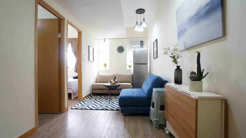 (NA) 油麻地,距港鐵站一分鐘,兩房大廳,全新裝潢,適合四至六人