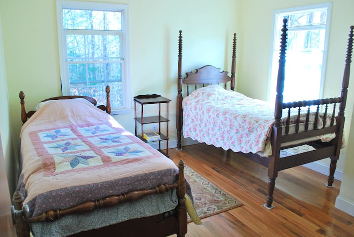 Small guest room at Healing Path